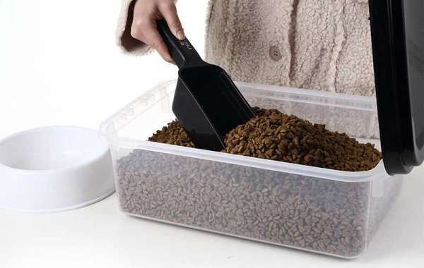 Points to Consider When You're Pet Food Container Shopping
